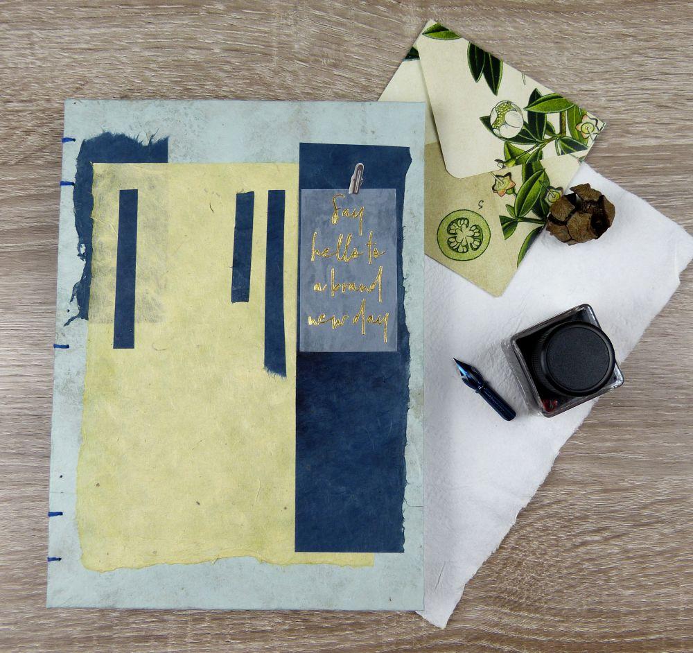 Tagebuch mit Tintenfass. Tägliche Schreibroutine